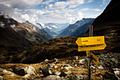 Signpost with view to the Gschnitz Valley, ascent to Bremer Hut (2413 m), rear of Gschnitz Valley, Stubai Alps, Tyrol, Austria