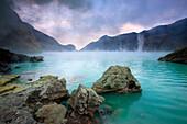 Ijen, Indonesia, Asia, Java, volcano, volcanism, geology, crater, crater lake, lake, daybreak, fog, sulphur, deposition