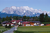 Kruen, village near Mittenwald, Karwendel mountains in the background, Spring, Werdenfelser Land, Baverian Alps, Upper Baveria, Bavaria, Germany, Europe