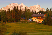 Country home near Kruen, village near Mittenwald, Wetterstein mountains, Alpspitze, Zugspitze, Spring, Werdenfelser Land, Baverian Alps, Upper Baveria, Bavaria, Germany, Europe