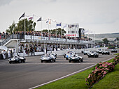 Start Lavant Cup, Jaguar d Type, Goodwood Revival 2014, Rennsport, Autorennen, Classic Car, Goodwood, Chichester, Sussex, England, Großbritannien