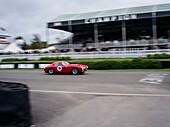 Ferrari 250 GT SWB/C, Fahrer Jochen Mass, Royal Automobile Club TT Celebration, Goodwood Revival, Rennsport, Autorennen, Classic Car, Chichester, Sussex, England, Großbritannien