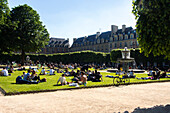 France, Paris, Place des Vosges garden