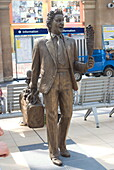 Statue by Tom Murphy of comedian and native son Ken Dodd, Liverpool, Merseyside, England, United Kingdom, Europe