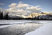 Fiddle River and Bosche Range in winter, Jasper National Park, UNESCO World Heritage Site, Rocky Mountains, Alberta, Canada, North America