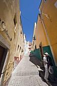 Couple kissing in an alley, Guanajuato, Guanajuato state, Mexico, North America