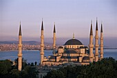Dome and minarets of the Blue Mosque (Sultan Ahmat Mosque), UNESCO World Heritage Site, Istanbul, Turkey, Europe