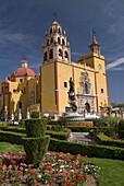 Basilica de Nuestra Senora de Guanajuato with the statue of the Virgin of Guanajuato in front, Guanajuato city, UNESCO World Heritage Site, Guanajuato, Mexico, North America