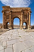 Arch of Trajan, in the Roman ruins, Timgad, UNESCO World Heritage Site, Algeria, North Africa, Africa