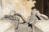 Stone effigies of Queen Leonor of Aragon, died 1485, and King Duarte, 1391-1438, holding hands at Batalha Abbey, UNESCO World Heritage Site, Batalha, Estremadura, Portugal, Europe
