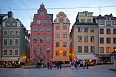 Stortorget Square cafes at dusk, Gamla Stan, Stockholm, Sweden, Scandinavia, Europe