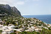 Insel Capri, Sehnsucht, Bucht, Felsinsel, Küste, Berge, Golf von Neapel, Kampanischer Archipel, Mittelmeer, Urlaub, Frühling, Tourismus, Romantik, malerisch, Insel, Capri, Italien