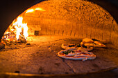 Pizzeria 7 Soldi, Pizza, traditional, heat, bake, wood fired oven, 90 seconds, dough, pastry, popular, fast-food, Italian, restaurant, lifestyle, culture, Italian food, Naples, Italy