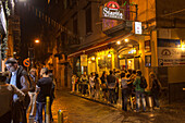 queue of customers, Pizza, Pizzeria Starita, simple and traditional, wood-fired oven, popular, fast-food, Italian, restaurant, lifestyle, culture, Italian food, Naples, Italy