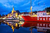 Museum in Light Vessel, town hall, Deutsche Bucht, night shot, illumination, Emden on the River Ems, Lower Saxony, Germany