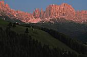 Alpenglow at mountain range Rosengarten, Catinaccio, St. Zyprian, Tiers, Tiers Valley, Nature Park Schlern-Rosengarten, Dolomites, South Tyrol, Alto Adige, UNESCO world heritage side, Italy, European Alps, Europe