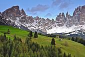 alpine meadow under snow covered Rosengarten, Catinaccio, St. Zyprian, Tiers, Tiers Valley, Nature Park Schlern-Rosengarten, Dolomites, South Tyrol, Alto Adige, UNESCO world heritage side, Italy, European Alps, Europe