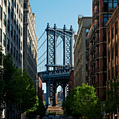 'Williamsburg bridge and buildings against a blue sky; New York City, New York, United States of America'