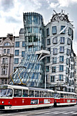 the dancing house, tancici in czechoslovakian, is the nickname given to the nationale-nederlanden building, an office building in the city center, a joint work by the czech architect of croatian origins vlado milunic and the canadian-american architect fr