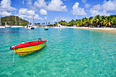 Beach with boat, sailing ships, palms and bathing tourists, sea, Saltwhistle Bay, Mayreau, Tobago Cays, St. Vincent, Saint Vincent and the Grenadines, Lesser Antilles, West Indies, Windward Islands, Antilles, Caribbean, Central America
