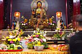 Opfergaben einem chinesischen Tempel in Kaohsiung, Taiwan, Republik China, Asien