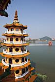 Drachen und Tiger Pagode, Tempel am Lotussee in Kaohsiung, Taiwan, Republik China, Asien