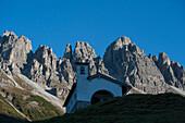 Chapel in the Kemater Alp, View to the Kalkkoegel, Stubai Alps, Tyrol, Austria