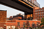 Manhattan Bridge, Brooklyn, New York, USA