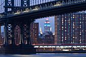 Manhattan Bridge, Empire State Building, Manhattan, New York, USA