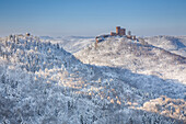 View of the Trifels castle covered in snow, Palatinate Forest, Rhineland-Palatinate, Germany