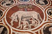 pavement en marbre representant la louve protegeant romulus et remus a l'interieur de la cathedrale notre-dame-de-l'assomption, santa maria assunta, cathedrale de sienne, sienne, italie, union europeenne