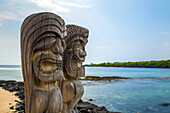 traditional hawaiian sculptures, beach of the pu'uhonua o honaunau reserve, big island, hawaii, united states, usa