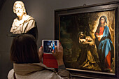 visitor, photo with an ipad, rijksmuseum, amsterdam, holland