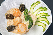 asparagus risotto with scallops and morels, recipe by laurent clement, cookbook of local dishes from the eure-et-loir (28), france