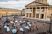 ice watch, une montre de glace constitue de  douze  icebergs du groenland devant le pantheon, installation de l'artiste islando danois, olafur eliasson symbolisant le rechauffement climatique, paris, 5 eme arrondissement, (75), ile de france