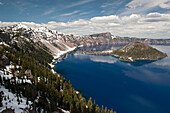 Crater Lake and Wizard Island, Crater Lake National Park, Oregon, USA
