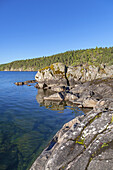 Rocky shore of Lake Vättern near Karlsborg, Västergötland, Götaland, South Sweden, Sweden, Scandinavia, Northern Europe, Europe