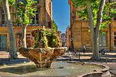 Fountain, Cours Mirabeau, Aix-en Provence, Bouches-du-Rhone, Provence-Alpes-Cote d'Azur, France