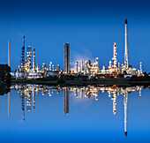 Refinery at night, Refinery Heide Hemmingstedt, Schleswig-Holstein, Germany