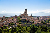 The imposing Gothic Cathedral of Segovia dominates the city, Segovia, Castilla y Leon, Spain, Europe