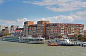 Hafenstadt Tulcea im Donaudelta am Tulcea-Arm der Donau , Rumänien , Europa