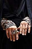 Hands of an old woman, Yazd, Iran, Asia.