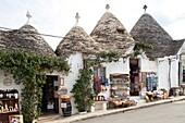 tourist shop, Rione Monti, Trulli, Alberobello village, province of Bari, Puglia, Italy, Europe.