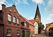 Stadtkirche in Röbel, Mecklenburger Seenplatte, Mecklenburg-Vorpommern, Deutschland, Langzeitbelichtung