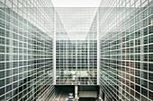 moderne Architektur, Glasfassaden des Frankfurter Flughafens, Abflug Terminal, Frankfurt am Main, Hessen, Deutschland