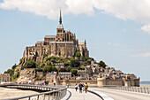 Abbey Mont-Saint-Michel, Unesco World Heritage, stilt bridge, 2014 new bridge for pedestrians and shuttle buses, renaturation, mudflats, low tide, tourist attraction, Normandy, France