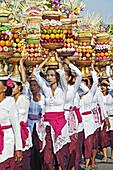 Women with temple offerings, Ubud.Bali