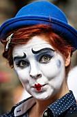 Florence O´Mahony, actress, performing at the Edinburgh Fringe Festival, in costume in Royal Mile, High street, Edinburgh, Scotland, UK.