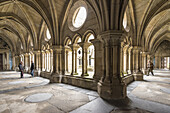 The Gothic cloister. Sé do Porto - The Porto Cathedral began being built around 1110 under bishop Hugo and was completed in the 13th century. Porto, Douro Litoral Province, Portugal, Europe.