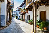 Plazuela de la fuente de los Tres Chorros, source of Tres Chorros little square. Jewish Quarter. Guadalupe, Cáceres, Extremadura, Spain, Europe.